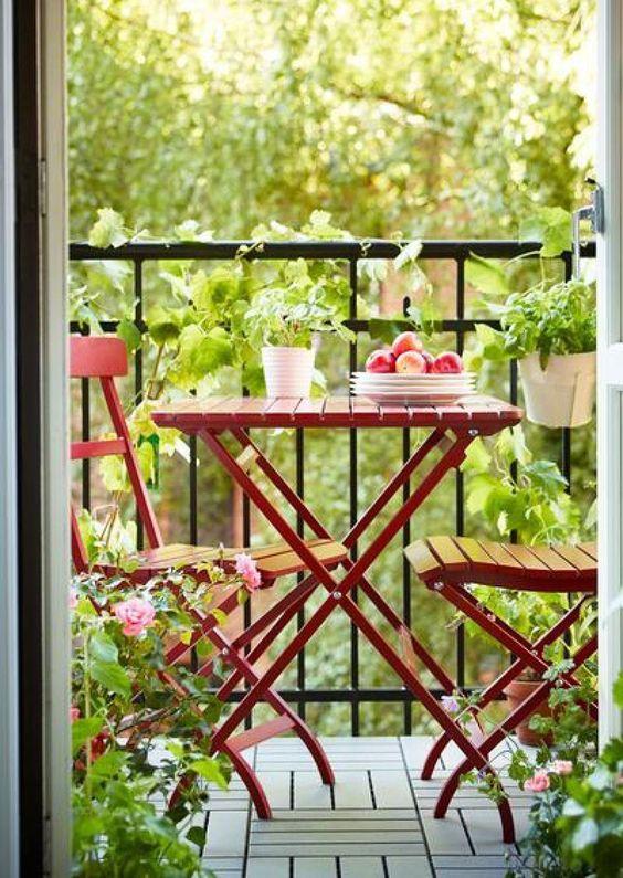 Decoração de: Detalhes; mesa vermelha; Casa de Valentina