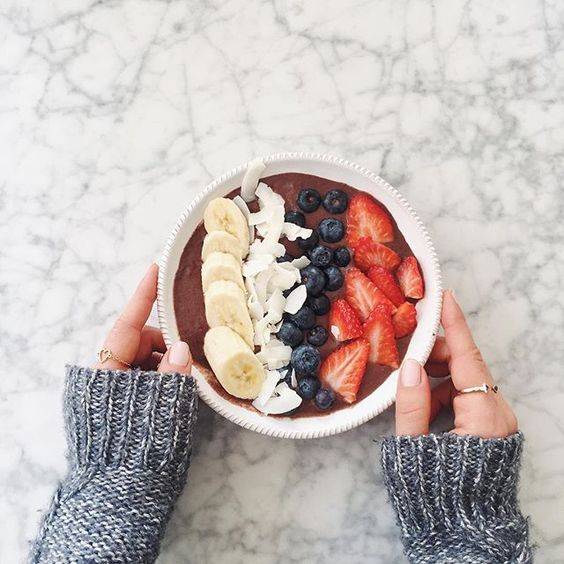 Acai Bowl for a perfect morning by @mimiikonn // Dusk To Dawn Gold & Onyx Ring: