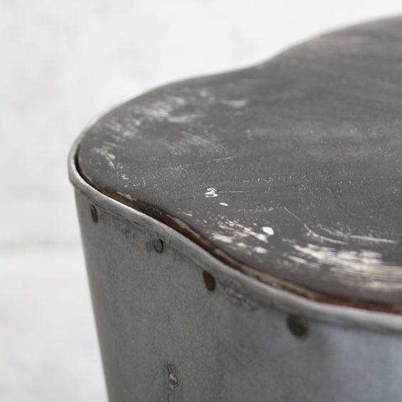 Krukje van zink en teakhout zwart