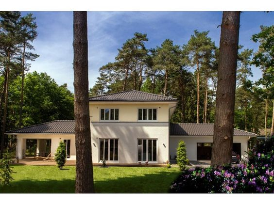 stadtvilla mit anbauten einfamilienhaus von haacke haus gmbh co kg hausxxl fertighaus. Black Bedroom Furniture Sets. Home Design Ideas