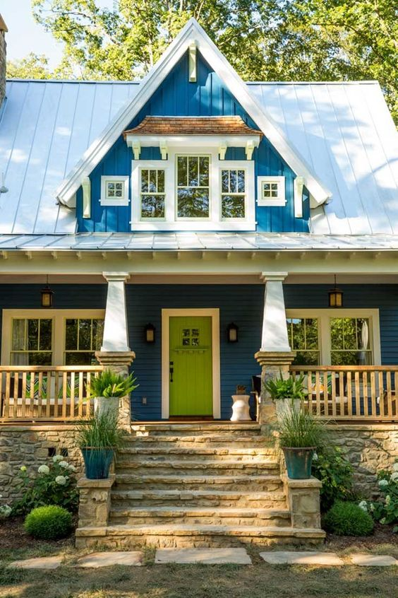 The idea house a craftsman style cottage in georgia for Cottage siding