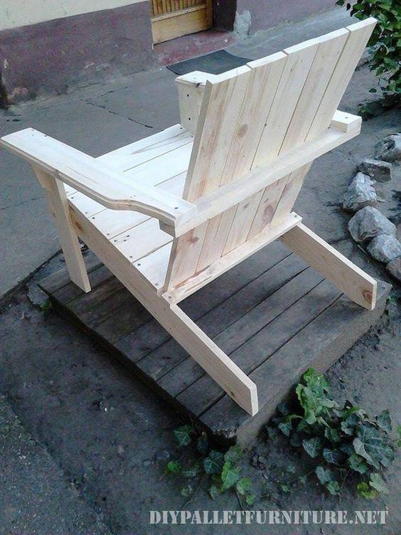 Adirondack Chair Sedie Da Giardino.Sedia Da Giardino Con Pallet 2 Chairbench Build Outdoor Furniture Clearance Patio Furniture Pallet Furniture Outdoor