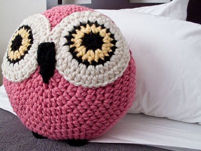cute crochet cushions @Holli Bennett do you think you could make this for me ?: Crochet Owl Pillows, Crochet Cushion Pattern, Crochet Animal, Crochet Amigurumi, Crochet Owls, Crochet Pillows, Crocheted Owls, Peanut Butter, Pillow Owls