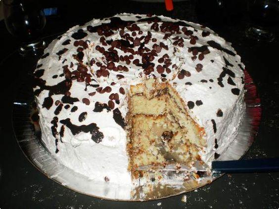 Torta gelada de chantilly com gotas de chocolate