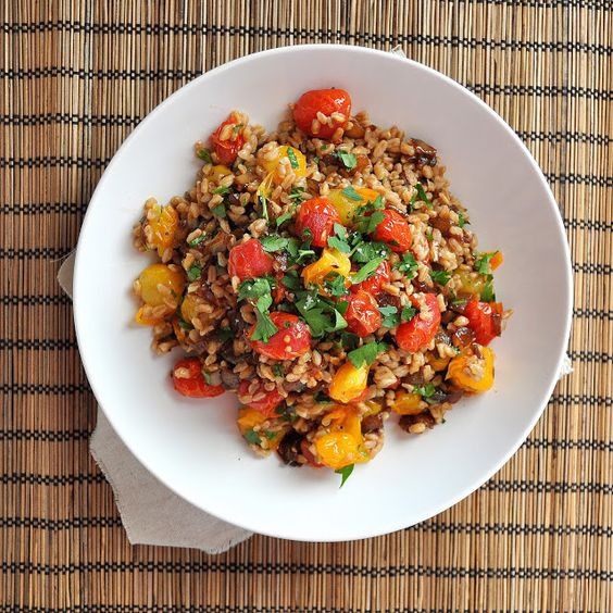 Roasted Tomato and Caramelized Onion Farro Salad with Brown Butter. ty, Huff Post. via Breanna's Recipe Box