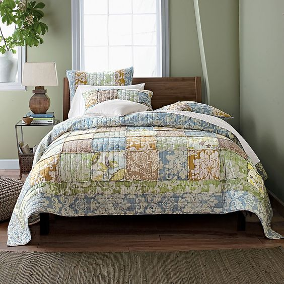 Damask florals on the Arabella Quilt   The Company Store: Floral Finds, Camas Beds, 3/4 Beds, Bedroom Design, Quilts Classic, Arabella Quilt, The Company Store, Bedroom Ideas, Damask Florals
