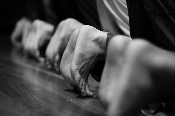 men-in-sujood-feet-black-and-white