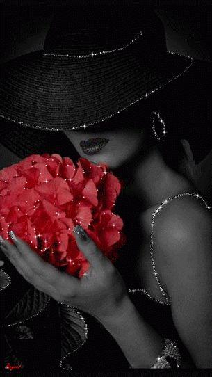 Agregamos un toque de amor a las cosas que hacemos o decimos, trayendo gozo a aquellos que nos rodean con una simple sonrisa.