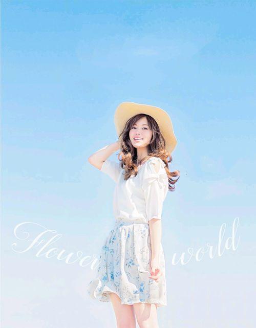 麦わら帽子の白石麻衣