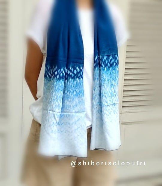 Natural Indigo Dyed Shawl Honeycomb Shibori Technique Handmade By Shibori Soloputri How To Dye Fabric Indigo Dye Techniques Natural Dye Fabric