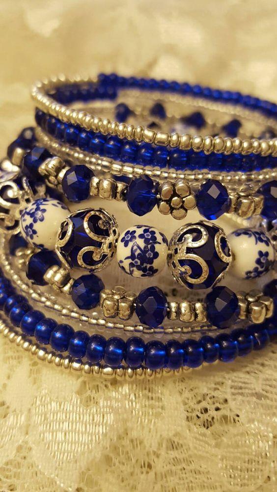 Bracelet mémoire, bleu, or, bille style porcelaine chinoise.