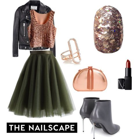 New Year's Eve nail ideas based on every kind of outfit and style #NYE #NewYearsEve #NYENails