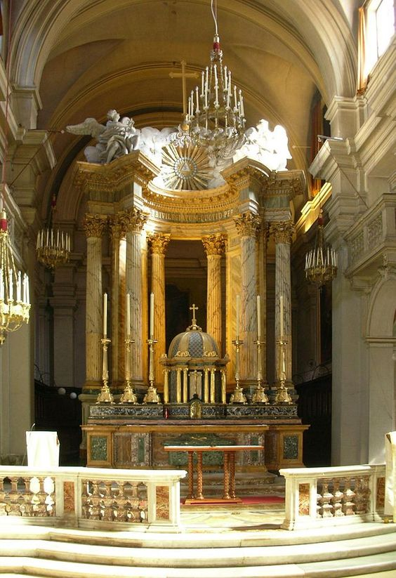 Iglesia de la Trinidad del Monte, altar mayor. Roma Italia