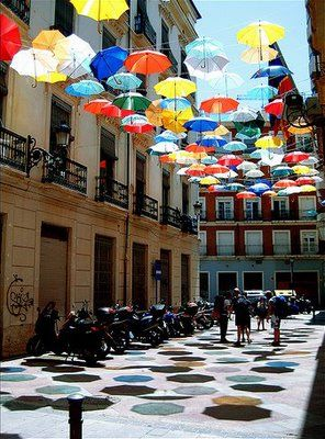 Love the shade the umbrellas provide on the courtyard!