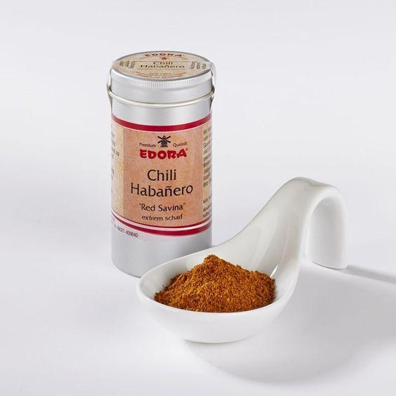 Gemahlen, extrem scharf. Red Savina Habañero ist eine der schärfsten Chili-Sorten*. Dabei haben sie außer Schärfe auch ein tropisch fruchtiges Aroma zu bieten. Meist werden sie zur Herstellung der bekannten...