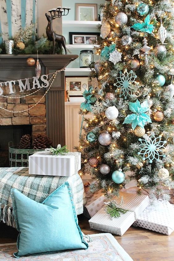 christmas tree ideas 12 bloggers of christmas balsam hill beautiful weihnachtsb ume und t rkis. Black Bedroom Furniture Sets. Home Design Ideas