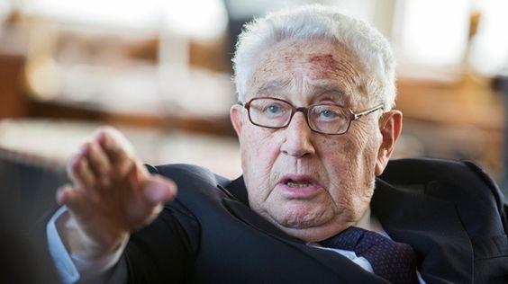 El exsecretario de Estado de EE.UU. y una de las figuras más poderosas del club Bilderberg, Henry Kissinger, aboga por la creación de un ejército mercenario global para luchar contra los terroristas.