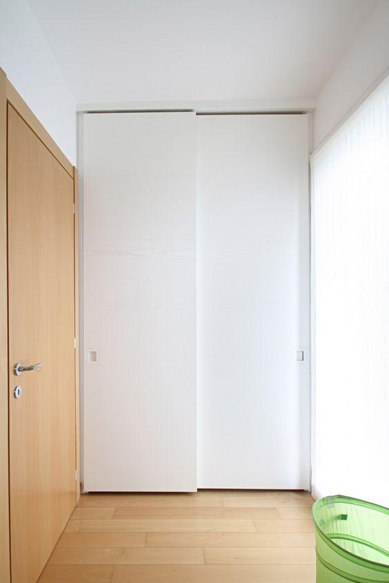 Ambientazione dell' armadio a muro su misura a 2 ante scorrevoli ...