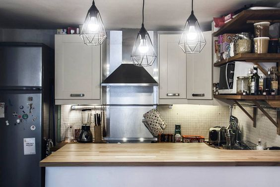 Very nice and cosy  1 Bedroom flat of 31 m2, ideally situated in the North Marais in a quiet street. Ideal location to visit by foot Le Marais, Republique, Canal Saint Martin, Saint Paul, Place des Vosges. Metro : Temple & Arts et Métier
