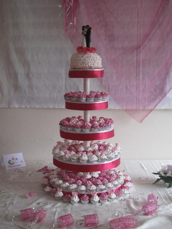 Pièce montée 200 mini cupcakes & Cupcake XXL