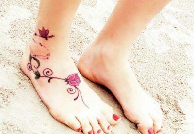 tatuagens femininas no pe flor de lotus