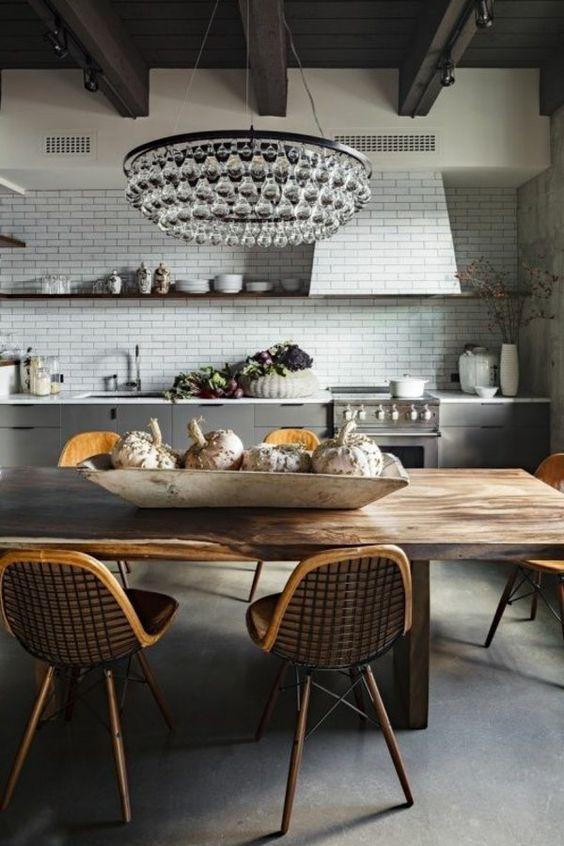 küchen design kleine küche fliesen holztisch