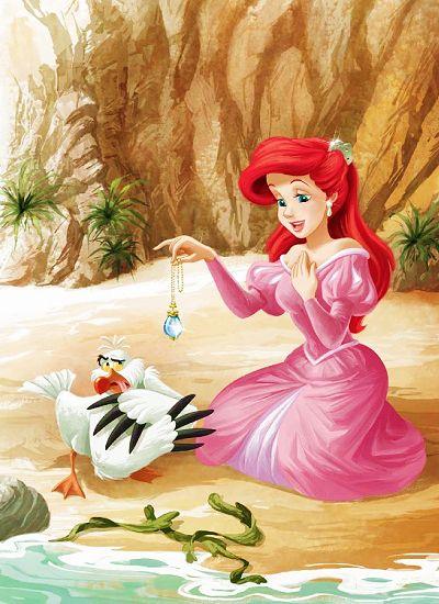 Ariel segurando um lindo colar