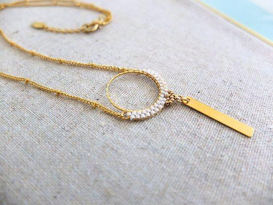 Collier dentelle de perles Miyuki sur anneau, doré à l'or fin.