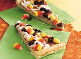 Halloween Cookie Pizza - super easy!