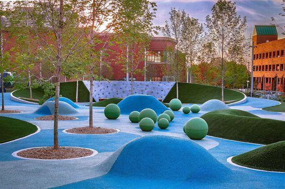 一只蓝色大熊 与 飘舞的丝巾 Lebauer 公园 By Ojb Mooool设计 Landscapingarchitecture Playground Design Playground Landscaping Playgrounds Architecture
