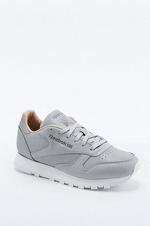 reebok baskets classic premium grises sneakers pinterest formateurs gris et paniers. Black Bedroom Furniture Sets. Home Design Ideas