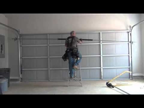 16x7 Garage Door Install Youtube Porta Garagem Garagem Casas