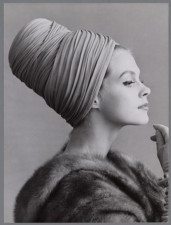 A portrait of the model Bonny Huf in 1961. She is wearing a creation of the celebrated Amsterdam fashion designer Max Heymans. This photo was taken by Hans Dukkers. He and Paul Huf were among the Netherlands' first fashion photographers.
