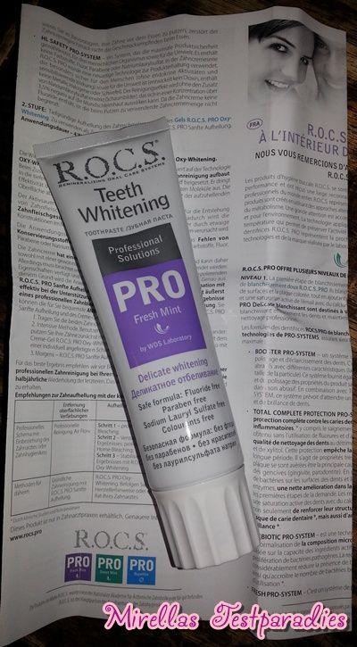 Die aufhellende Zahnpasta Teeth Whitening Pro Delicate Whitening Fresh Mint soll die Zähne von Verfärbungen befreien.