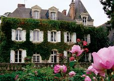La Croix d'Étain, Grez Neuville, Maine-et-Loire, France.http://www.sawdays.co.uk/special-places/france/western-loire/maine-et-loire/la-croix-d-etain    Plush flowery bedrooms with river views in a lovely Loire village; kindly hosts who fish, make jam and pamper guests in their handsome manor