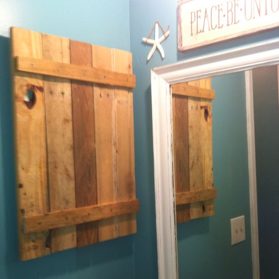 Hand made medicine cabinet out of a pallet diy ideas for Making cabinets out of pallets