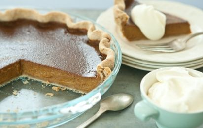 Pumpkin Pie with Pecan Crust and Cinnamon-Spiced Whipped Cream // Wow... just WOW! #recipes #pumpkin