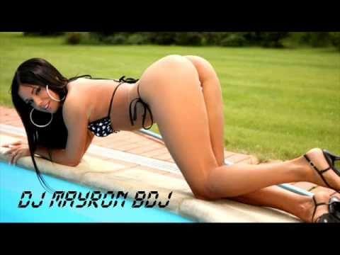 девушки в купальниках стрингах стоят раком фото