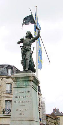 Compiègne, place de l'hôtel de ville, statue de Jeanne d'Arc. Picardie
