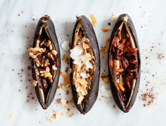 Gathered around the campfire tonight? Set aside the s'mores & make these Campfire Banana Boats