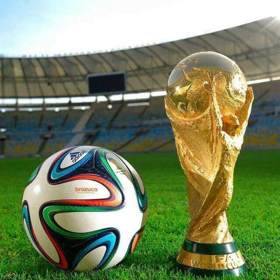 13. Juli: Finale! Am Sonntag ist großer Fußball-Final-Tag! Um 21 Uhr treten Deutschland und Argentinien gegeneinander an. Das Spiel wird auf ORF 1, ARD, SRF 2 und Rai Uno übertragen. Und für Südtirols Public Viewer: unser Medienpartner Südtirol 1 zeigt das Spiel bei seiner WM-Tour in Lana auf Groß-Leinwand!