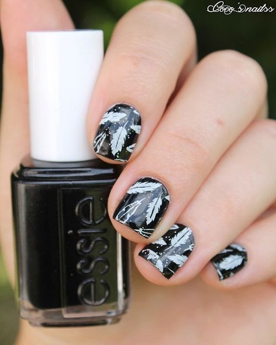 black and white nails #nailart #feathers #stamping