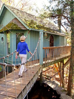 Fall getaway to eureka springs arkansas spring a house for Tree house cabins arkansas
