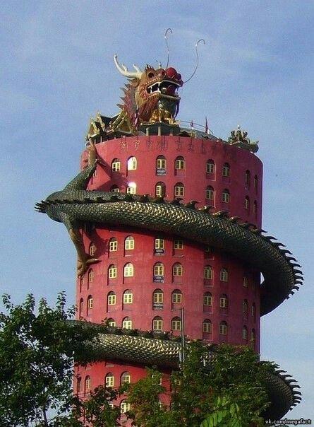 The dragon temple. Thailand.