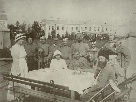 Tsarskoe Selo - Grand Duchesses Marie and Anastasia with wounded officers during WWI.
