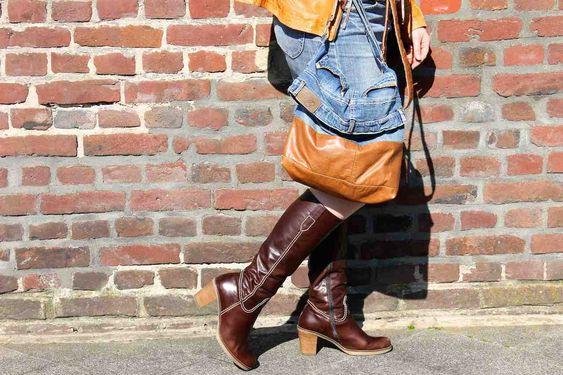 Aus einem zu klein gewordenen Jeansrock und einer abgetragenen Lederjacke wird eine neue Lieblings - Tasche. Upcycling mit Herz.