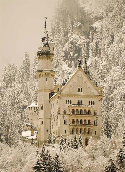 Neuschwanstein Castle, winter in Germany. Gorgeous, to imagine seeing is someday is joy.