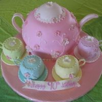 Tea set cake.  ~Great website with galleries of pictures of cakes.