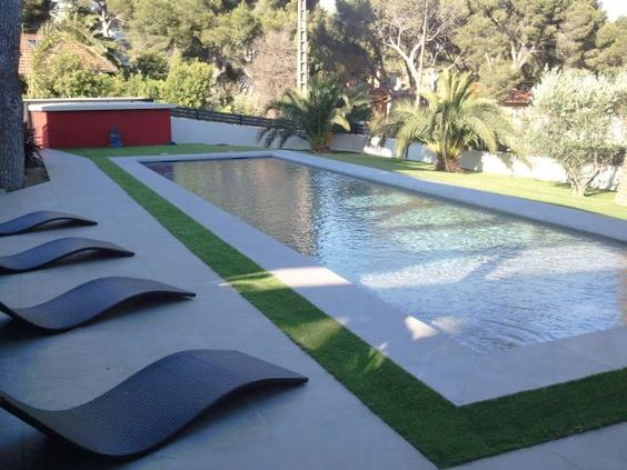 photos d coration de piscine rectangulaire plage et margelle en gazon de azurio piscine. Black Bedroom Furniture Sets. Home Design Ideas