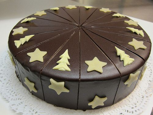 Prinzregententorte weihnachtlich verziert Chocolate Buttercreme Cake decorated for Christmas.  Learn How to Decorate Cakes - Visit Online Cake Decorating Classes on http://CakeDecoratingCoursesOnline.com